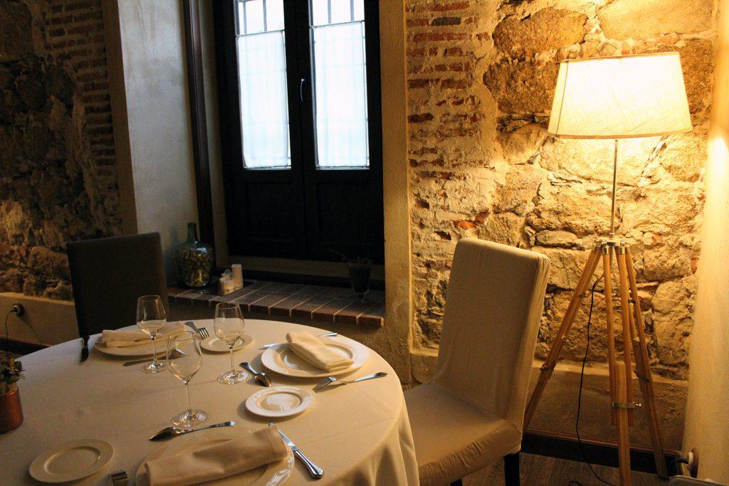 Rincón acogedor del restaurante Hotel Palacio Carvajal Girón, en Plasencia